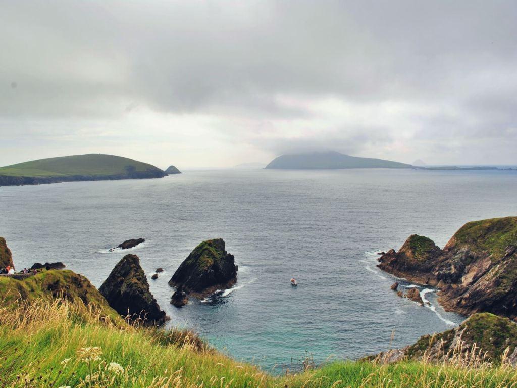 Widok na Dún Chaoin, na półwyspie Dingle w Irlandii.