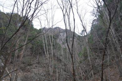 両神山のノゾキ岩が見え隠れ