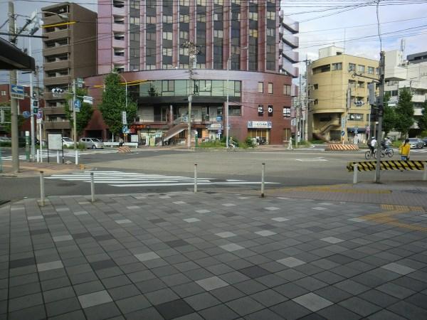 栄生駅の改札を出たところ