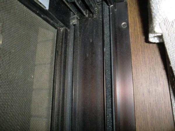 戸当たり右側「すきまテープ」貼った後