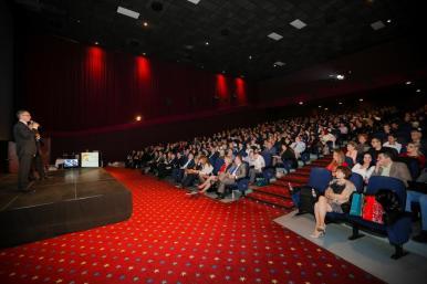 Közel 500-an voltunk a Lurdy moziban!