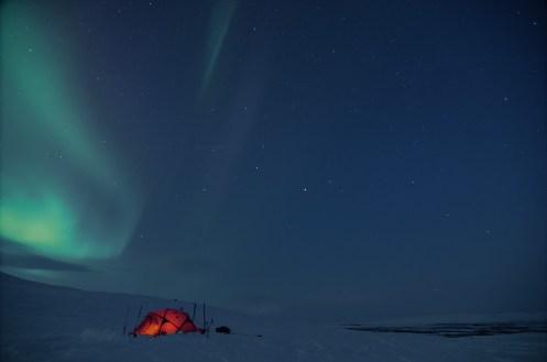 Zelten unter Polarlichtern
