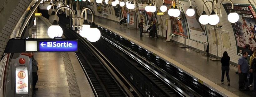 Andar de metro em Paris
