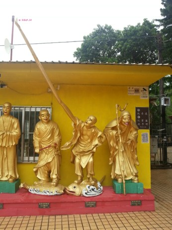 More gold statue of Buddhas