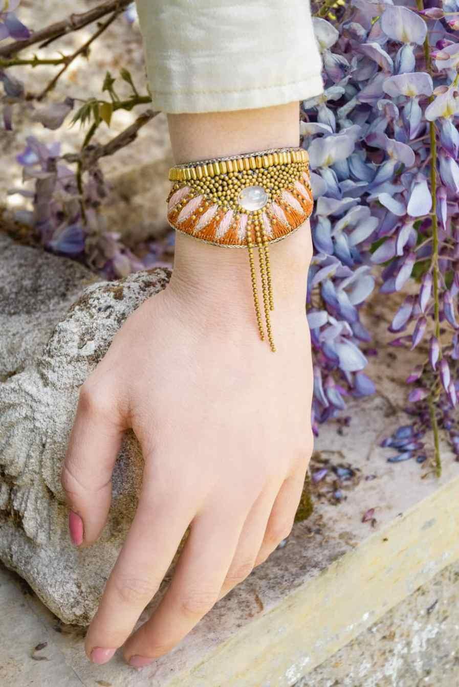 Bruna ethnic bracelet - Nuts/Pink   Photo 1