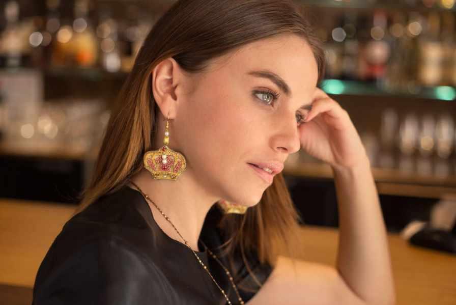 Boucles d'oreilles couronne Romy | Rouge | Photo 3