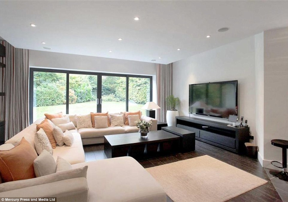 PHOTOS Inside Paul Pogbas New Expensive Mansion He Just