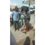 Man Who Snatched Bag Of A Bank Customer In Lagos Beaten By Mob(VIDEO)