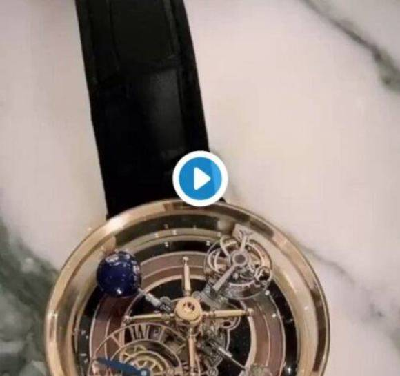 Drake Shows His New $620,000 Roulette Watch In Action