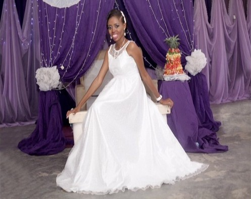 photo nigerian bride poses sleeveles wedding gown