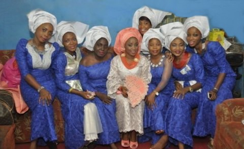 aso-ebi girls wearing royal blue n white