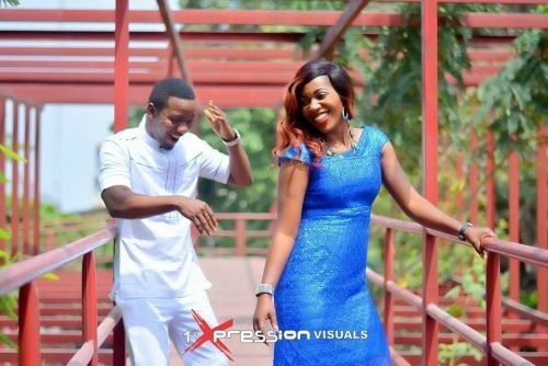 couple in blue n white themed pre-wedding picture