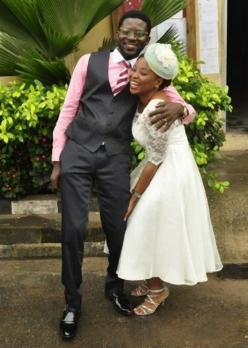 couple pose court wedding -olabisi