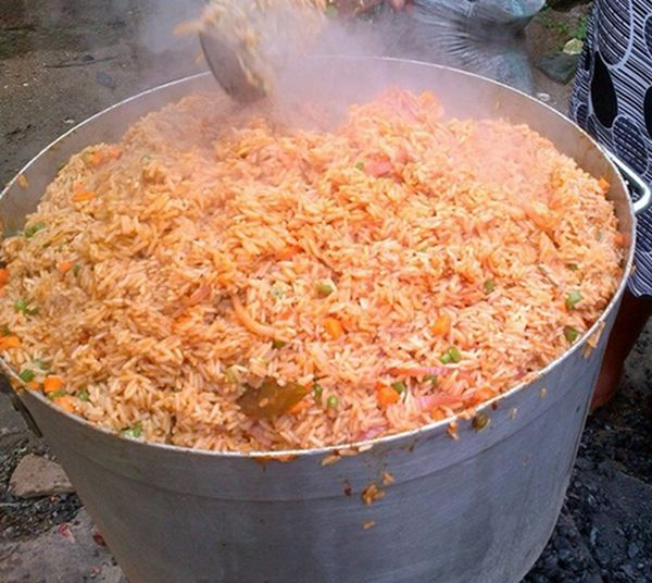 picture of pot of party jollof rice