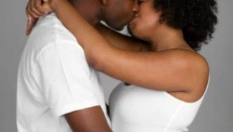 black-couple-kissing-pf_