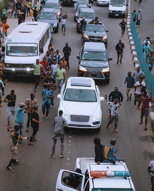 PHOTOS:Davido visits MC Oluomo in Oshodi, throws Money in the Air.