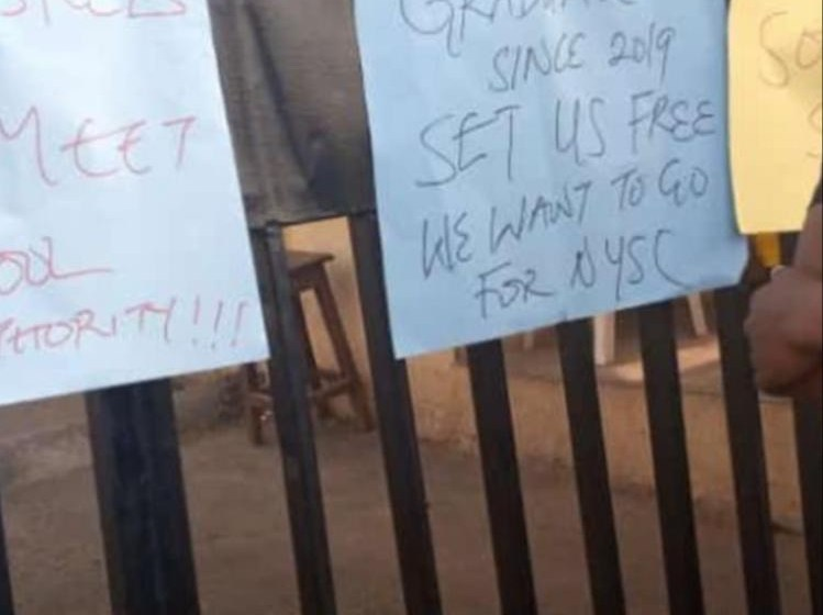The Polytechnic,Ibadan Main Gate locked as Students Protest for NYSC mobilization (Photos)