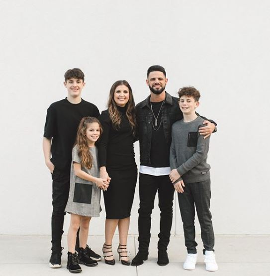 Picture Of Pastor Steven Furtick, his Wife Holly and Children