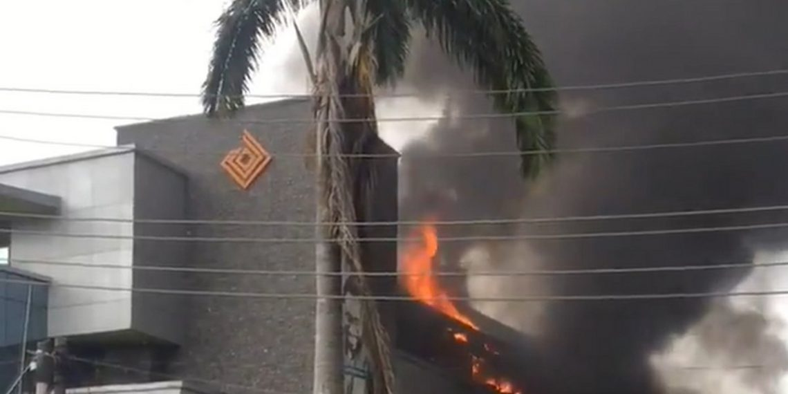 Fire Guts Access Bank, Victoria Island, Lagos (Photos, Video)