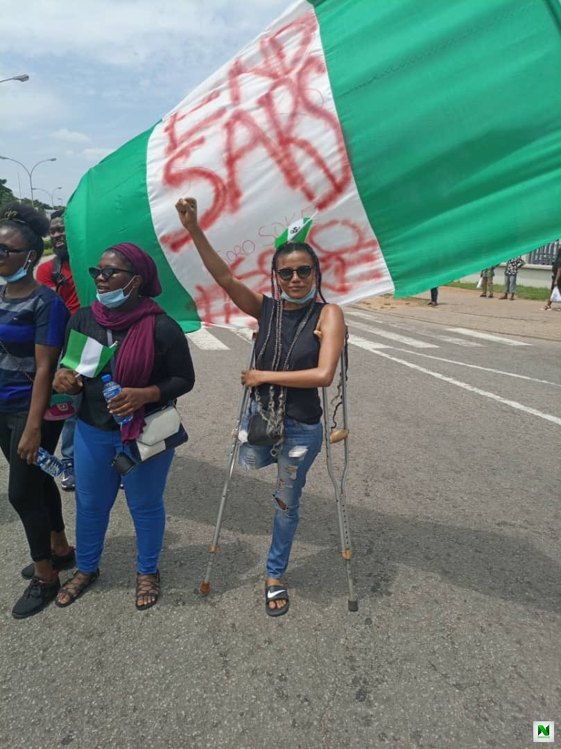 #EndSARS Protester, Jane Practises With Her Prosthetic Leg Bought From Donations