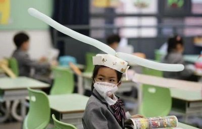 #COVID19: Students Wear Social Distancing Headgears As Schools Resume In China