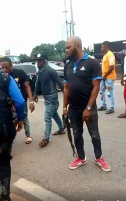 Street Boys Steal SARS Official's Phone During Illegal Search (Video)