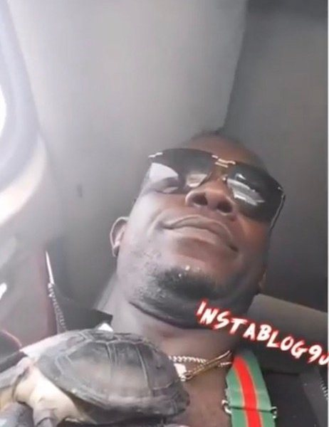 JUJU OR NORMAL LEVEL? Singer Duncan Mighty Goes Out With A Life-Tortoise On His Neck As A Pendant