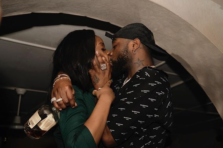 ASSURANCE IN THE MUD! Davido Pictured Kissing New Love Interest As Chioma Appears History