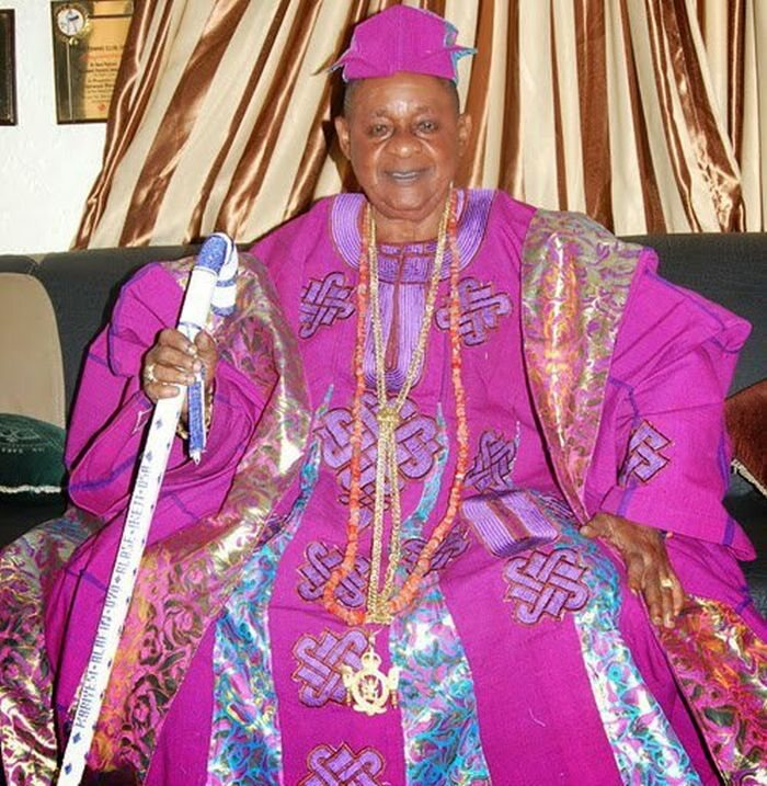 PHOTOS! Alaafin Of Oyo Makes First Public Appearance With His New Wife, Chioma
