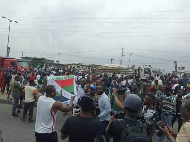 BREAKING NEWS: Police Disperse Yoruba Nation Protesters With Tear Gas, Water Cannon In Lagos