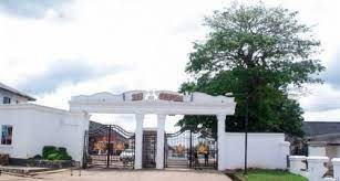 Tension As Angry Mourners Attack Nigerian Monarch, Ooni Of Ife's Palace Over Bandits' Killings