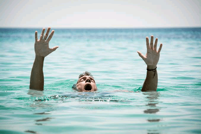 Breaking News: University student drowns to death while on a swimming tour with friends