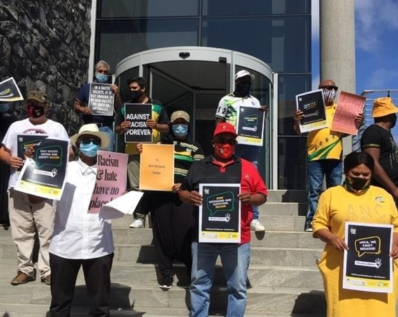 Members of the ANC in the Western Cape protest outside eNCA's Cape Town office. (Supplied)