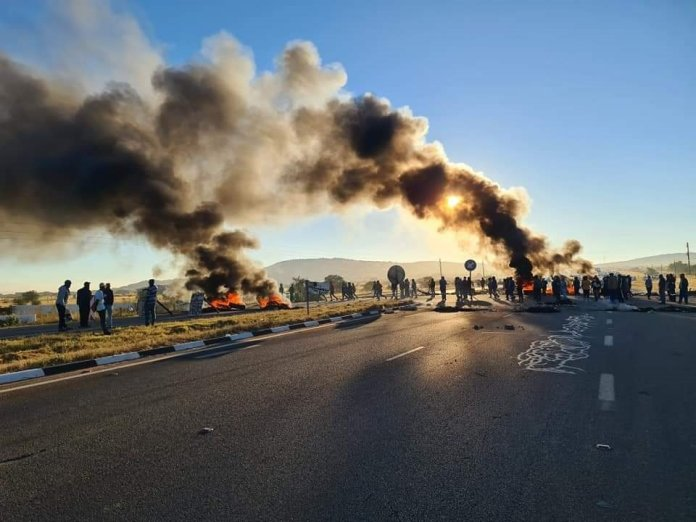 Protests in Phalaborwa, Namakgale and Lulekani have disrupted services in the area.