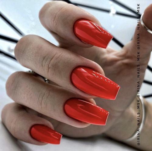 Новомодный красный маникюр 2021-2022: стильные новинки дизай - 184