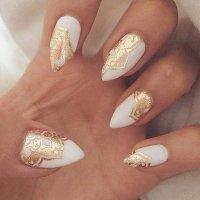 12 Alluring White Plus Gold Nail Designs