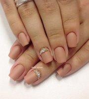 chicest beige nails