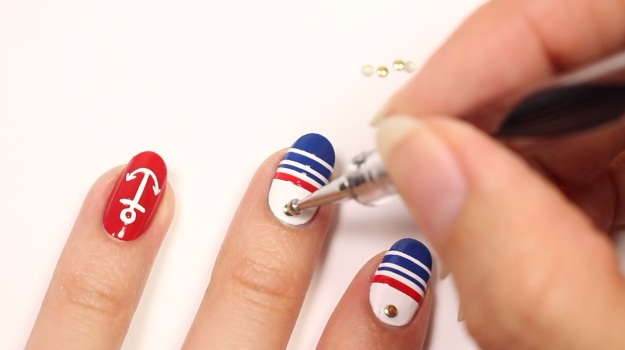 Stunning Nautical Nail Art Perfect For Your Summer Cruise