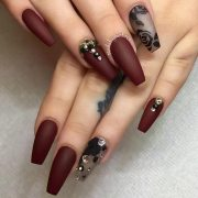 maroon nails make queen