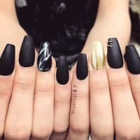 Matte Black Nails With Gold Accent - Nail Ftempo