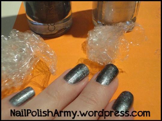 grey-silver-saran-wrap-manicure-nails-unghie-nail-art-pellicola