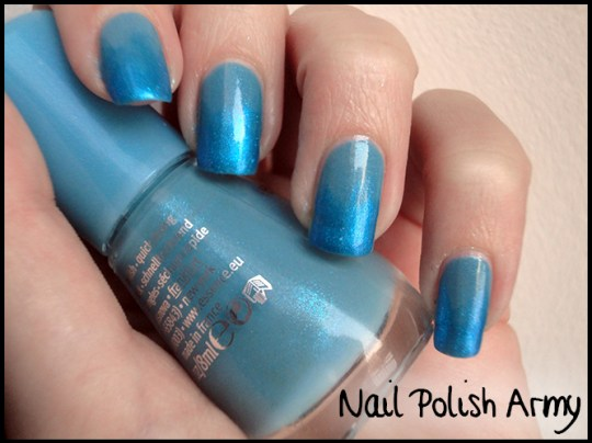 Essence-127-i-love-bad-boys-Basic-beauty-b-by-limoni-48PE-gradient-azzurro-bluenails