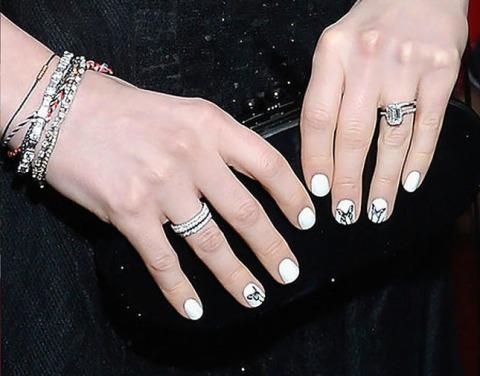 Anne-Hathaway-paper-eyelashes-butterfly-nail-art-Paperself