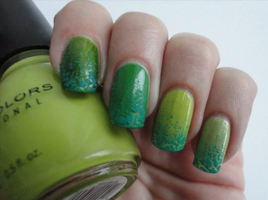 Saint-patricks-nail-art-skittle-green-crackle
