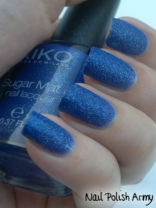Kiko-Sugar-Mat-644-Blu-Mare-Sea-Blue-swatch-sand-effect-nail-polish-smalto-effetto-sabbia