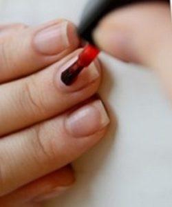Como pintar unhas