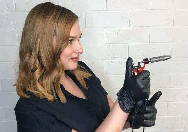 چگونه یک کارشناسی ارشد آرایش دائمی را انتخاب کنید