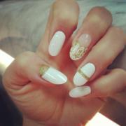 white nails nails10