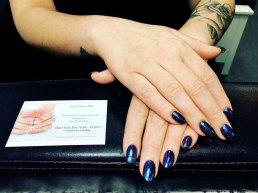gel-nail-polish-blue-glitter