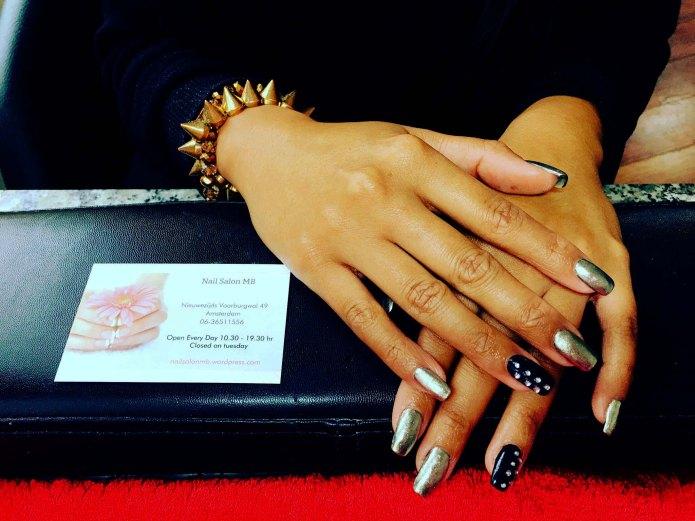 nagels-goud-en-zwart